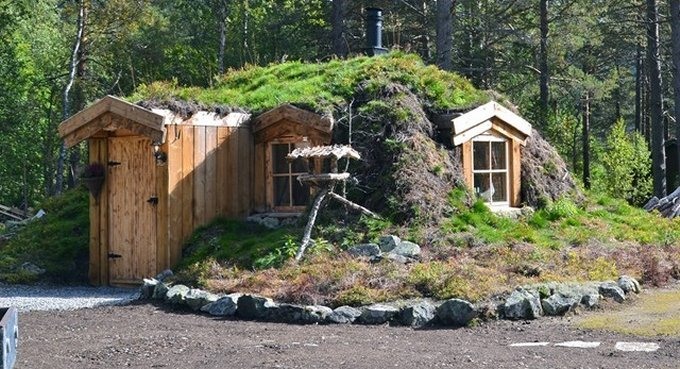 Earth sheltered cabin