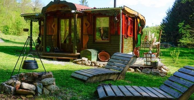 Off Grid Nomad Carriage Cottage