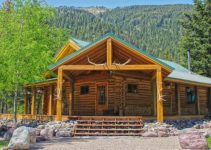 Off grid log cabin