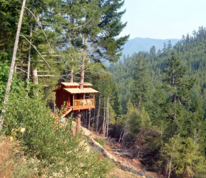 Off grid treehouse